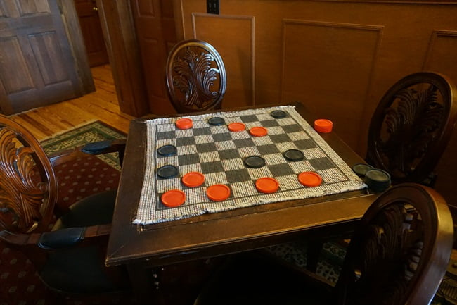 checkers at the inn