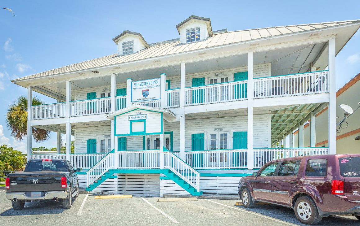 front view of the st george inn on st george island florida